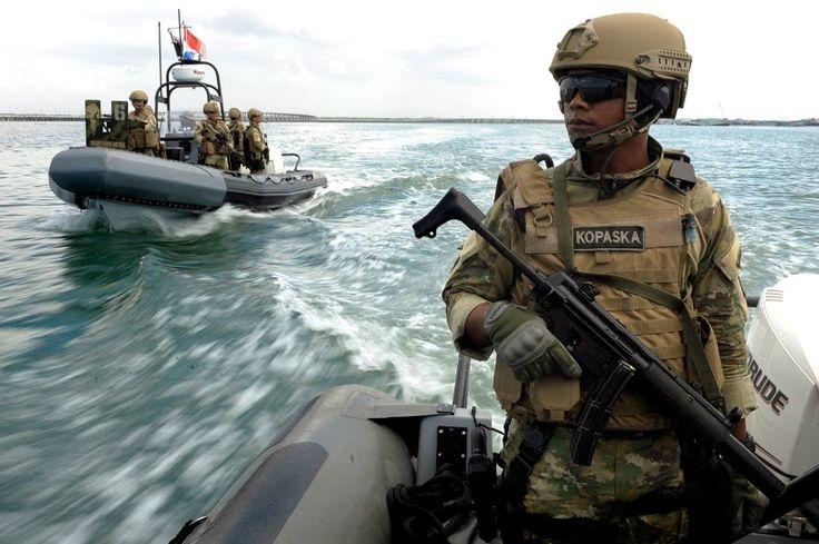 Pasukan Katak Ledakkan 14 Kapal Illegal Fishing di Minut