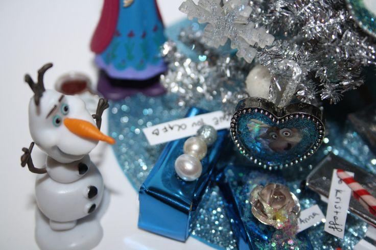 Frozen Miniature Doll House Christmas Tree Scene Miniature Anna Olaf Sven Frozen Christmas