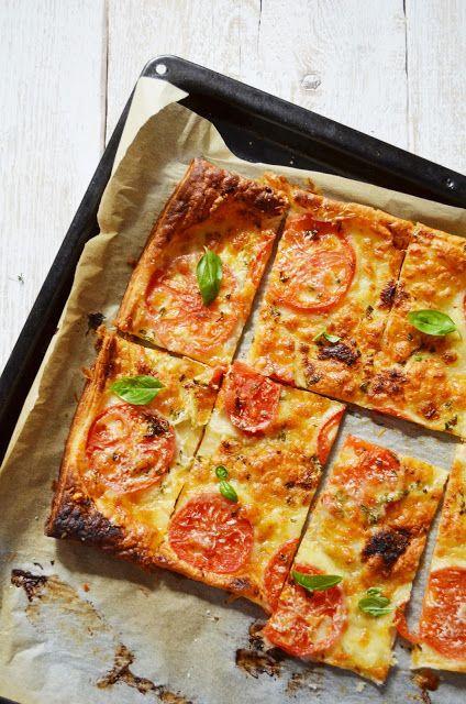 Kuchnia w zieleni: Tarta z pomidorami i mozarellą