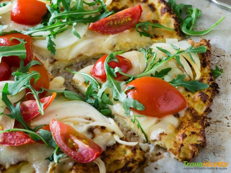 Pizza di cavolfiore con pomodorini e rucola  #ricette #food #recipes