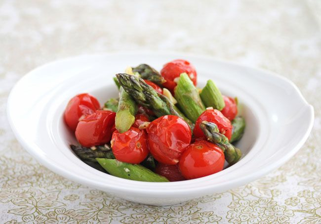 Recipe for Roasted Asparagus and Cherry Tomatoes from @Jeanette | Jeanette's Healthy Living