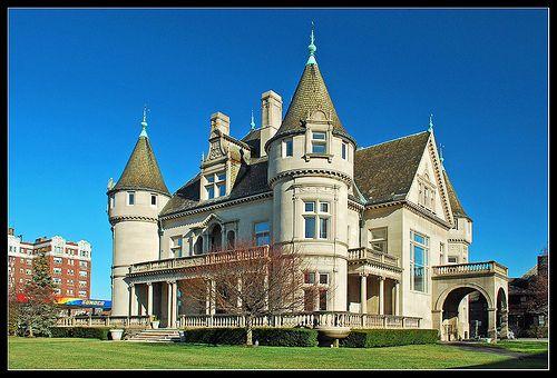 HeckerHecker-Smiley Mansion - 5510 Woodward Ave. Detroit, Michigan-Smiley Mansion in Detroit