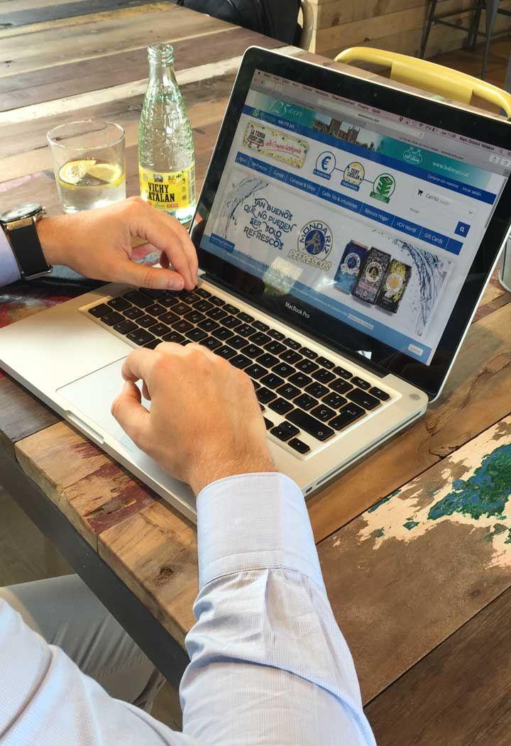 Qué hacer si copian tu tarjeta de crédito en un ecommerce infectado  Un experto en ciberseguridad alemán alerta de la expansión de un código web malicioso que estaba infectando a los comercios online (según sus cálculos, serían cerca de 6.000), y cuyo fin principal es la extracción de los datos personales y de las tarjetas de crédito de los clientes.  http://www.losdomingosalsol.es/20161106-noticia-que-hacer-copian-tarjeta-credito-ecommerce-infectado.html