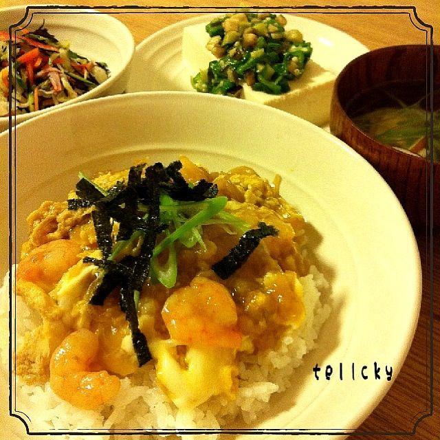 はじめまして☆ peporiさん( ´ ▽ ` )ノ とっても美味しかったです! 本当に小エビ天が入ってるような気分になりました( ^_^)/~~~☆ お蕎麦にのっけてるのも、美味しそうでしたね。 素敵レシピをありがとうございます(((o(*゚▽゚*)o)))  今日の晩ごはんψ(`∇´)ψ ☆なんちゃって小エビ天丼 ☆山形のだしのっけ冷奴 ☆ひじきと白菜のサラダ ☆とろろ昆布汁  山形のだしが、残り少しだったので、オクラを増量させてのせました…(-。-; 冷奴にもgood(^_^o)☆ - 134件のもぐもぐ - peporiさんの天かすでなんちゃって小エビ天丼(^-^)☆ by tellcky
