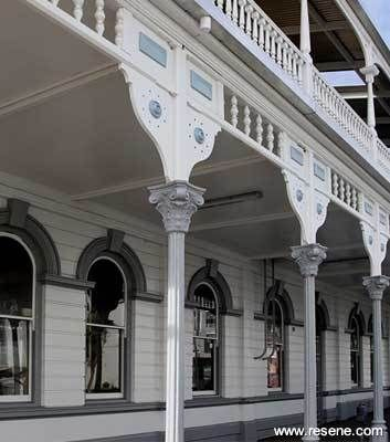 2012 Resene Paints and the newly repainted White Hart Hotel in New Plymouth