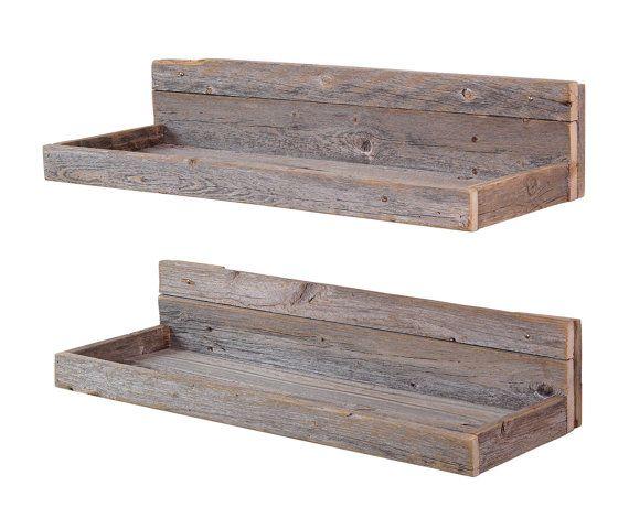 Meet 6 H x 24W x 7D (in inch)  Deze rustieke zwevende planken zijn gemaakt van 100% teruggewonnen hout. We gebruiken een oude schuur en hek hout te maken van dit unieke ontwerp.  Elk stuk heeft vooraf geboorde gaten in het achterpaneel voor het gemak van installatie; gipsplaten ankers en zwarte schroeven zijn alles wat nodig is! Hier is een video laat zien hoe om te hangen van de rekken: https://youtu.be/YRuhdRPKsps  Trots geproduceerd en verzonden in de Verenigde STATEN. Elk s...