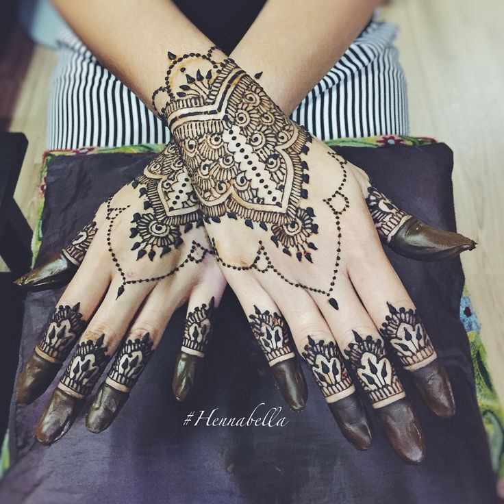 Simple Moroccan Bridal Henna. <3 #hennabella