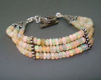 Bracelet opale, opale de feu Bracelet avec entretoises en argent Sterling oxydé et fermoir, Triple brin Bracelet, OOAK opale Handmade Jewelry