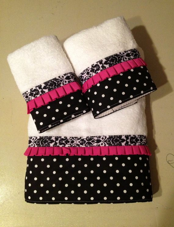Black and White Bath Towels by LadyDiBlankets on Etsy, $58.75