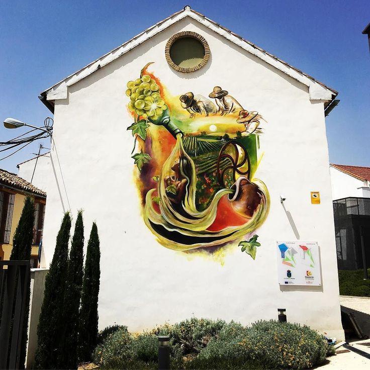 Un nuevo mural de la artista @giselrosso decora ya la pared del edificio del Centro de Iniciativas Empresariales del Ayuntamiento de Montilla en Plaza Solera. #7barrios7murales #amontillate #montilla #twitter #muralismo