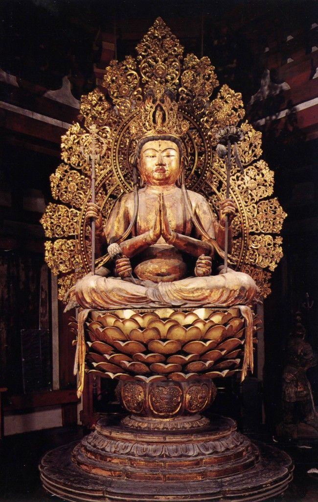 不空羂索観音坐像-fukuukennzyakukannonzazou- (amoghapāśa) One of bodhisattvas.Crystal is inserted in the Statue's eyes. The work of an engraver 康慶. 興福寺(koufukuji)