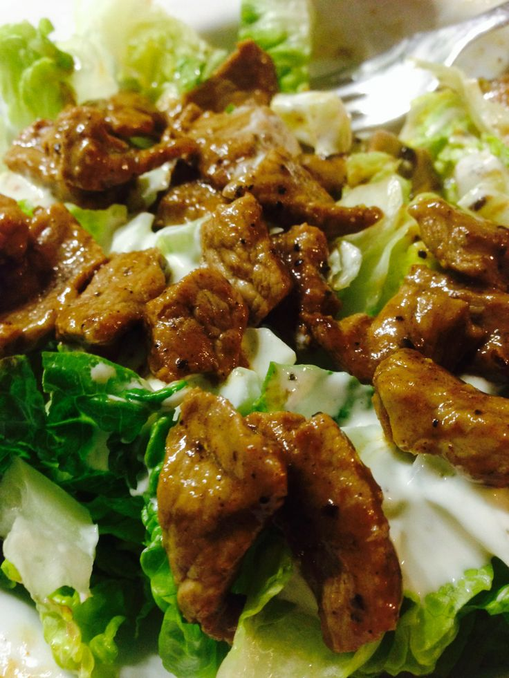 Rindfleisch in Baharat Marinade auf Salat. Pikantes Low Carb Rezept ohne Kohlenhydrate.