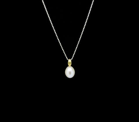 l l White Pearl Sterling Silver GP Pendant l l  Sterling silver, 8-14ct gold heavy plating,and white cultured freshwater pearl pendant. Feature pearl is approx 9mm across. Total length of pendant is approx 19mm. Sterling silver chain sold separately.