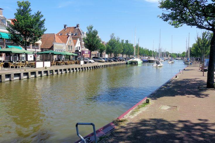 Tot in de 16e eeuw vormde de Noorderhaven de noordgrens van Harlingen, tot het na de uitbreidingen in 1543 een binnenhaven werd. Kapiteins, reders en loodsen lieten hier hun woningen en pakhuizen met namen als Brittania, Sumatra of Java bouwen. In de tijd dat de stad nog vergeven was van jeneverstokerijen, zoutketen en pannen- en tegelbakkerijen, heerste hier meer bedrijvigheid dan nu.
