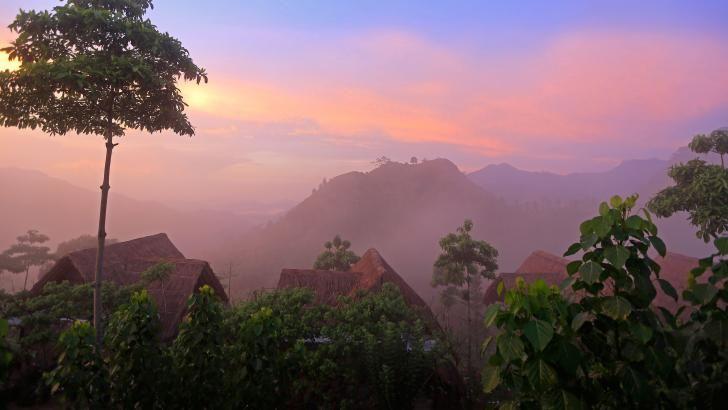 Morgendis og pragtfuld udsigt over 98 Acres Resort and Spa på Sri Lanka