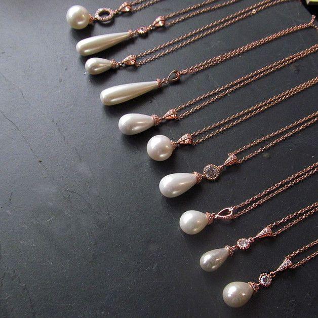 Collar de la perla del oro de Rose. Un collar de oro rosa simple y elegante con un colgante de perlas de oro rosa.  Detalles: Material: latón chapado en rosa, zircon cúbico, perla de la...