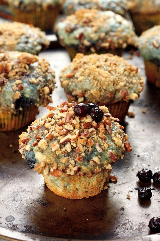 Greek Yogurt Blueberry Crumble Muffins // Greek yogurt, fresh blueberries and pecan crumble via Baker by Nature #protein