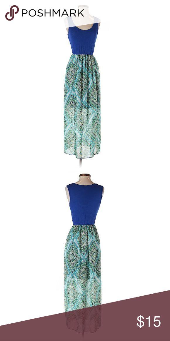 🌟Espresso🌟 Beach Maxi 🌟 Description     • Maxi silhouette     • Long      • Scoop neckline      • Sleeveless      • Printed   🌟 Materials      • 95% Rayon, 5% Spandex   🌟 Condition     • Gently used. Espresso Dresses Maxi