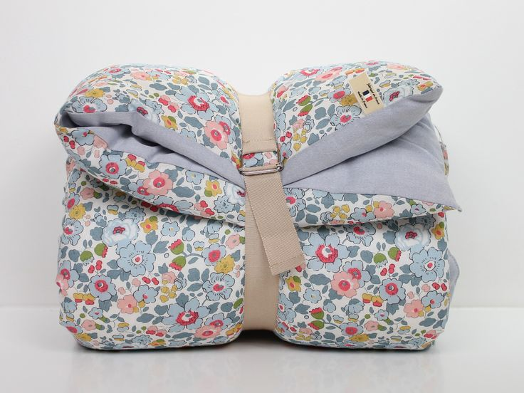 Quilt 180cmX110cmSide 1 : Liberty of London Betsy, 100% cottonSide 2 : Plain grey Oxford, 100% cottonPolyester paddingCan be used over a duvet cover or as a blanketMade in FranceFor further information :