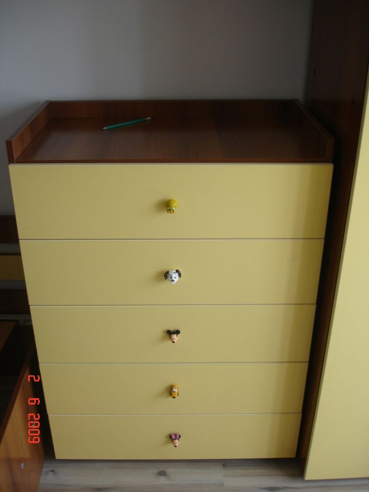 Mobilier Dormitor Copii Comoda moderna dotata cu manere figurine silicon