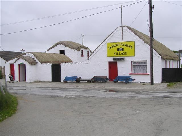 Vila da Fome Doagh. É um museu, que mostra as condições de vida dos camponeses irlandeses na época da Grande Fome da Batata ou Grande Fome Irlandesa (1845 - 1849). A vila fica na península de Inishowen, condado de Donegal, Irlanda.    Fotografia: Kenneth Allen.