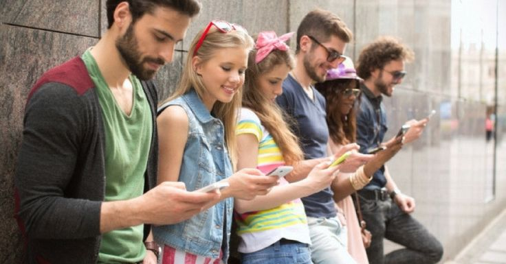 With equal number of Pros and Cons to this, let us see how Instant Messengers are impacting the teens and a darker side of it.