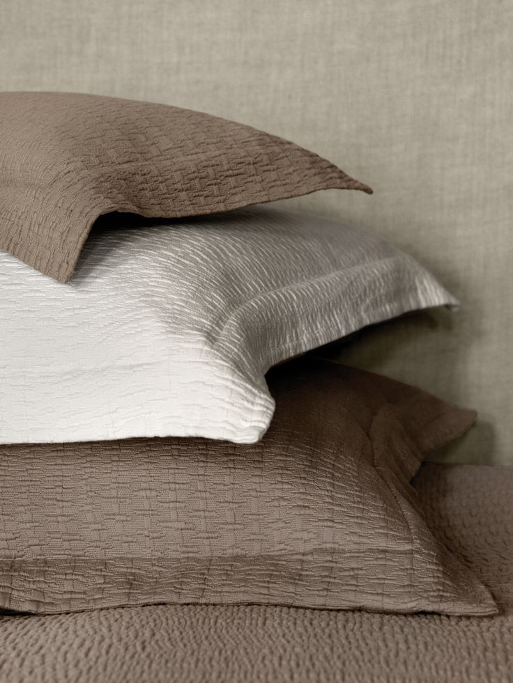 SFERRA Celio shams and coverlet in Sable and Ivory, made of an Egyptian Cotton/Silk blend.