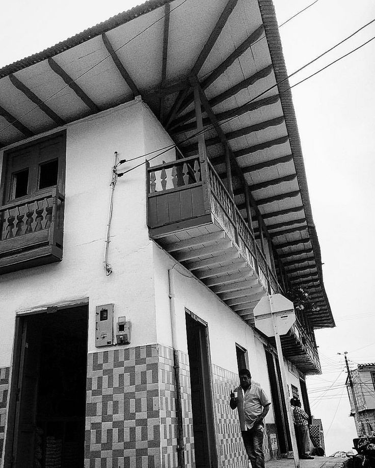 https://flic.kr/p/FxbzLE | #anzoategui #Tolima #Ibagué #colombia #blackandwhite #day #colonial #fachada #ic_colombia #ig_anzoategui #ig_captures #ig_colombia #igersanzoategui