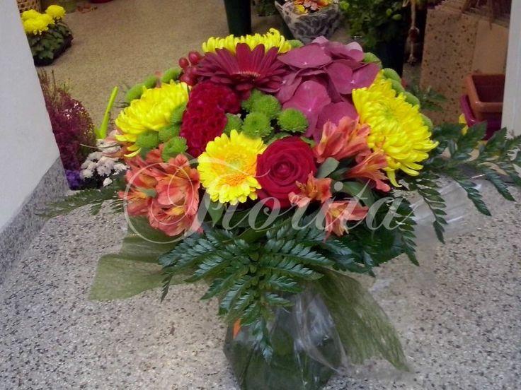 Kytice z růží, celózií, gerber, chryzantém, alstroemérií, třezalky a hortenzie