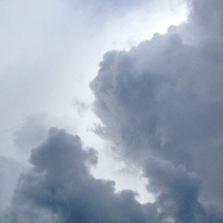 Neljännen Satuhetki-viikon taivaalla oli tummiakin pilviä. | © Satuhetki