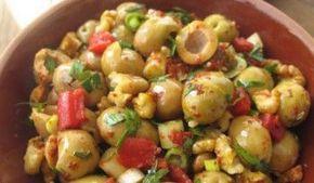 Gayet başarılı bir tarif. Zaten zeytin, zeytinyağı, ceviz ve sarımsak dörtlüsünü birlikte hayal edince bile ağız sulanıyor :) #zeytinyağlı #zeytin #piyazı #piyaz #evyemekleri #yemek #tarifler #değişik #yöresel #mutfak #kolay #antep #yemekleri #ev #yapımı #salata