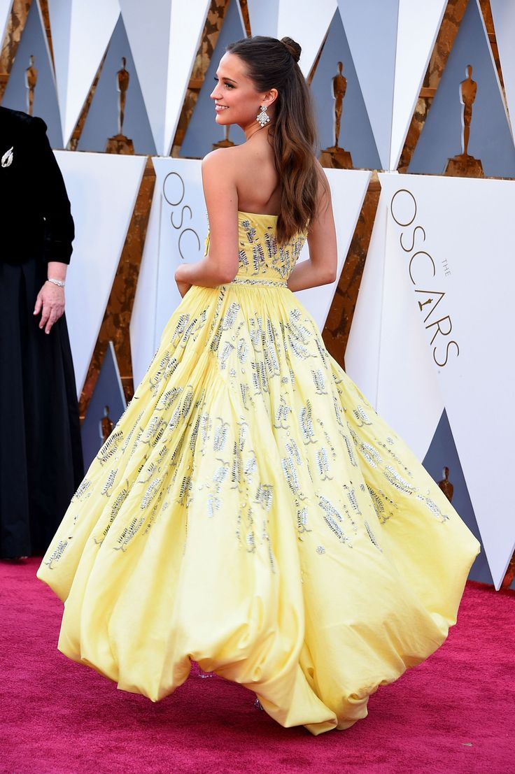 Alicia Vikander in Louis Vuitton Is the Belle of the Oscars