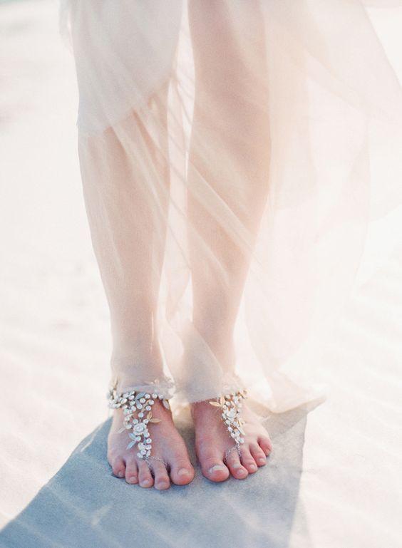 砂浜に合いそう!ビジューのベアフットサンダル☆ ウェディングで花嫁が身につける小物まとめ。
