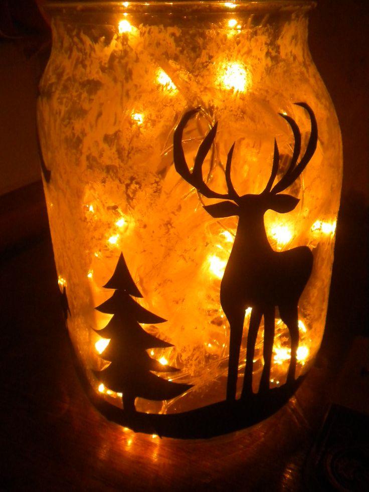 DIY- menoa joulun alla. Eli tarvitaan lasipurkki, jouluvalot tai kynttilä sakset, kynä, mustaa kontaktimuovia, mielikuvitusta ja piimää :)