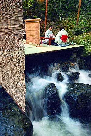 Kawadoko in Kyoto is the name for the restaurant situated on top of the river. In summer, take a meal while listening to the sound of running water.