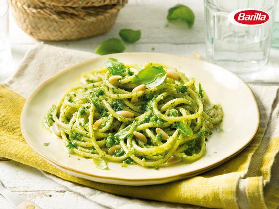 Barilla Spaghetti mit Barilla Pesto alla Genovese, Pinienkernen und