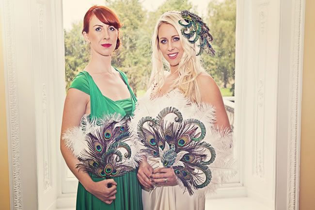 We love this elegant 1920s wedding photoshoot with a touch of emerald