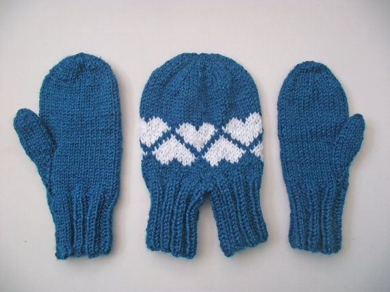 Set of man's and wife's mittens. Mittens set. Gloves set. Mittens set for a couple. Knitted mittens. Wool mittens. Tz6ia