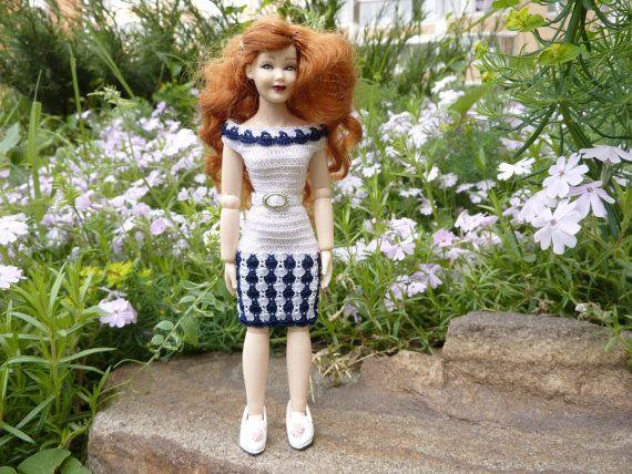 Een mooie jurk met een patroon van bloemblaadjes.  Handgemaakt met viscose borduurwerk wol en een kleine haak. Gespen Nee, de jurk is zeer elastisch en gemakkelijk te dragen door de benen van de pop, het kapsel blijft intact. Arrangement is inclusief: jurk, riem. Perfecte pasvorm voor Heidi Ott pop dame. Poppen voor een groei van 13-14 cm, schaal 1:12.  Zie de rest van mijn winkel hier: https://www.etsy.com/shop/MiniTinyDresses  Bedankt voor je bezoek