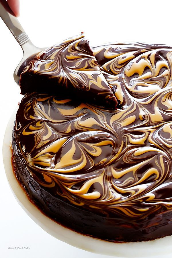 Peanut Butter Flourless Chocolate Cake -- made with just 5 easy ingredients, and so rich and delicious! | http://gimmesomeoven.com