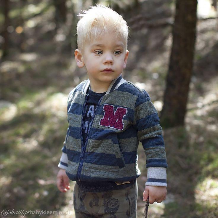 Legergroen vest van Moodstreet met strepen. Het jasje heeft een baseball style…