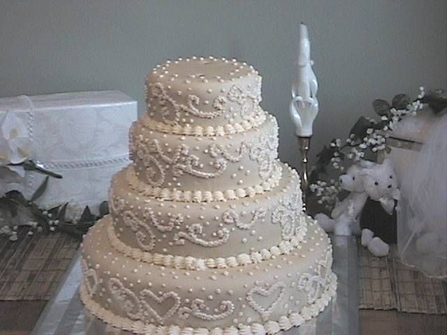 formidable Charming White Classic Beautiful Wedding Cakes