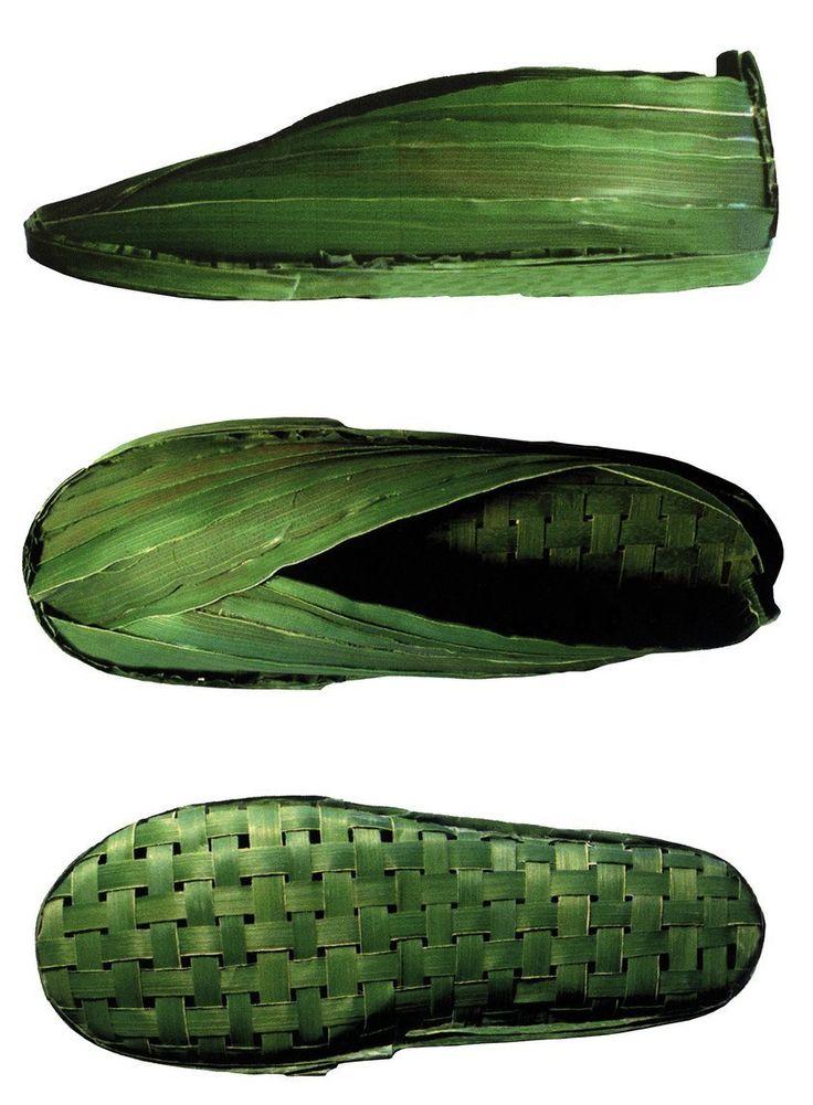 """Ionna Vautrin, design ludique et poétique  CAMPER chaussures alliant la dimension créative à la frénésie commerciale du rythme des saisons. Issue d'une recherche basée sur l'idée d'une chaussure naturelle et écologique, sa paire de """"Palm Shoes"""" tissée de feuilles de palmiers lui vaut des lauriers."""
