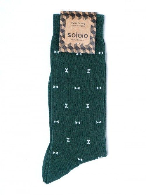 Calcetín confeccionado con algodón de primera calidad, color verde y bordado de huesitos en blanco. Cuentan con refuerzo en punta y talón, por lo que estarán como nuevos tras el uso y los lavados. www.soloio.com #socks#mensocks#calcetines#calcetinesparahombre#menstyle#menshoes#manoutfit#outfitdetails#shoponline#sockstyle#mentrends