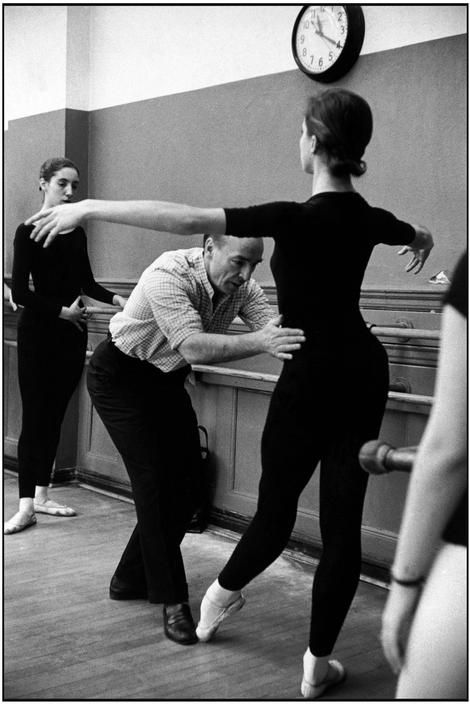 George Balanchine teaching at the School of American Ballet. 1959.