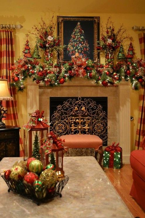 Beautifully Decorated Living Rooms For Christmas With Vaulted Systems: Southern Living Christmas Mantel Decorations