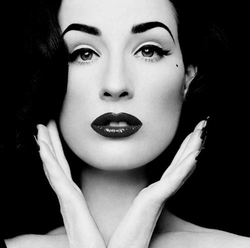 Always loved the classy 50s makeup look. Her lips are perfect as well!