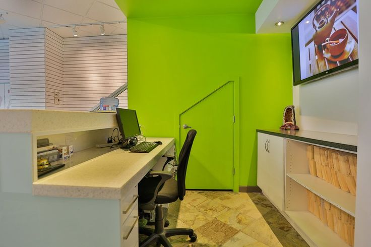 Yaletown Wellness Center - Vancouver, BC, Canada. -RECEPTION AREA-