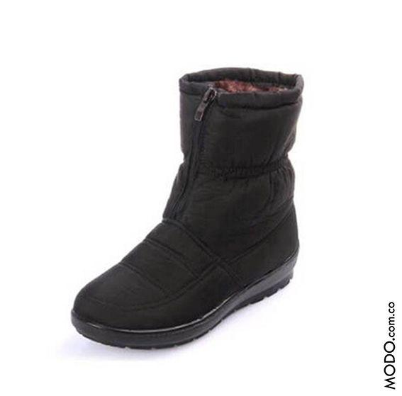 Botines con peluche y cremallera para nieve Cód 100 :: $250.000  Te esperamos en Bogotá, en el CC Hacienda Santa Bárbara D302 (Diagonal al Cine).  #ModoNewYorK #winterboots #botasdeinvierno #botasparanieve #botinessemiimpermeables #botasconpeluche #botas #boots #botines #botasimportadas #Bogotá
