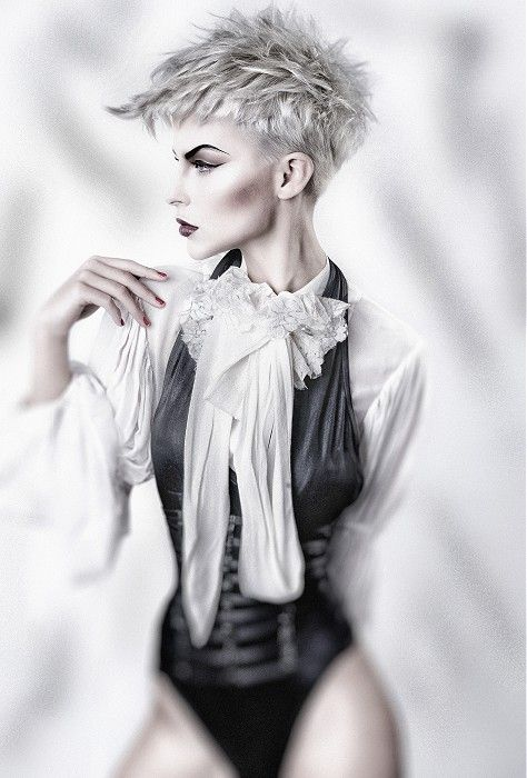 Short Blonde Straight Coloured Choppy Platinum Womens Hairstyles For Women My Style Pinterest